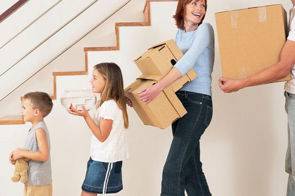 Takarékos költöztetés - Barátai, vagy rokonai segítségével Ön intézi a csomagolást, pakolást.
